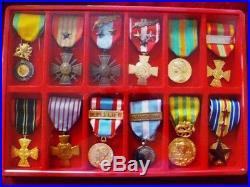 Beau placard de DECORATIONS et médailles d'un Adjudant-chef PARACHUTISTE