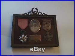 Cadre avec médaille militaire