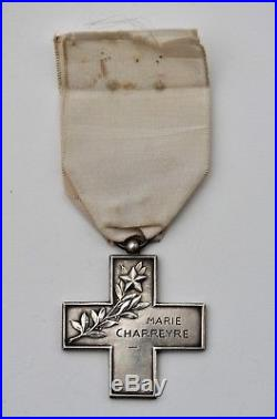 Croix Rouge ADF Association des Dames de France, Croix de récompense, attribuée