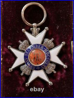 Hanovre Ordre De Ernst-august Croix De Chevalier 2° Classe 1866-1878 Medaille