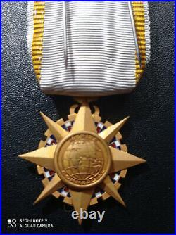 I160 Médaille superbe officier du mérite commercial french medal