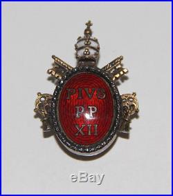 Insigne De Mérite De Pie Xii. Argent Et Émail. Italie. Années 50