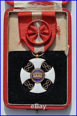 Italie Ordre de la couronne, croix d'officier en or, dans son écrin