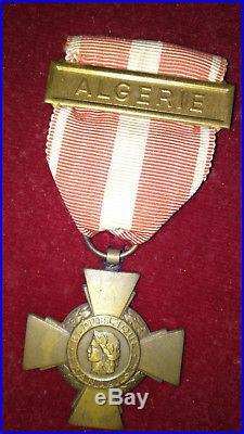 Lot 8 médailles de Guerre dans un coffret cadre