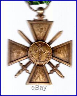 Lot de deux Croix Combattant 1940 et de Guerre 1944