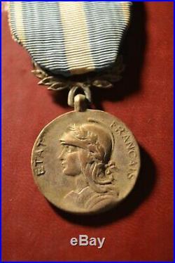Médaille coloniale en bronze argenté avec mention état français indochine