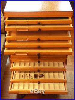 Médaillé de 24 tiroirs, en 8 modules de 3 tiroirs, pour décorations et insignes