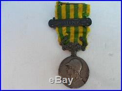 Médaille de chine avec son agrafe, bon état