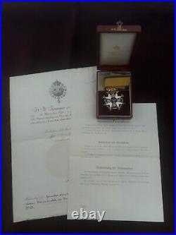 Médaille décoration Commandeur Ordre de l'Epee Suède poilu succession grenier