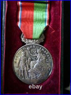 Médailles ordre de la légion d honneur fond de tiroir