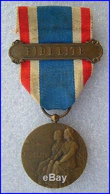 Rare Medaille 1914-1918 Medaille De La Fidelite Francaise