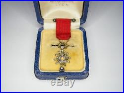 Rare médaille de la légion d'honneur 3eme république, or, diamants et émeraudes