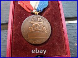 Rare médaille épidémie ministere des colonies avec boite attribuée