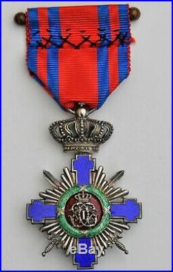Roumanie Ordre de l'Etoile, croix de chevalier, avec glaives, dans son écrin