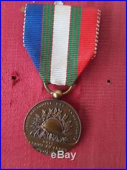 Tableau médailles militaires dont Tonkin Légion d'Honneur Insigne à voir 20919