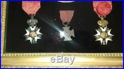 Tres Beau Cadre Avec Decorations